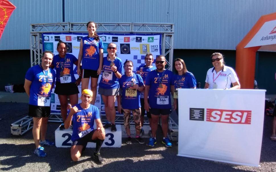 Alunos do grupo de Corrida e do SESI Academia de Americana participam de corrida beneficente