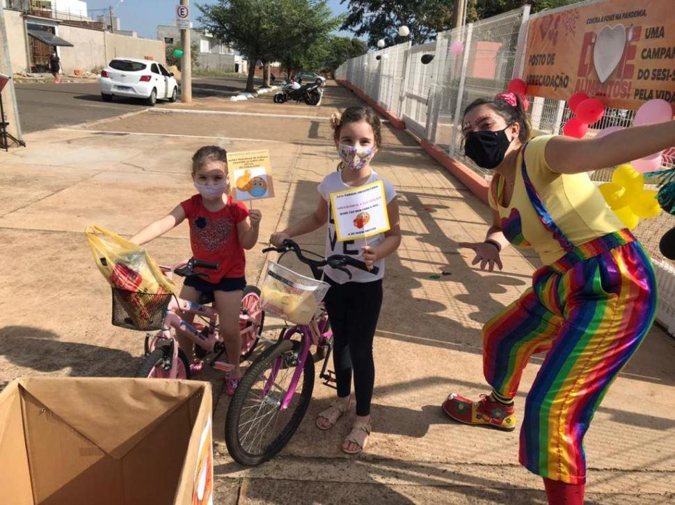 Sesi arrecada mais de uma tonelada de alimentos em drive-thru solidário