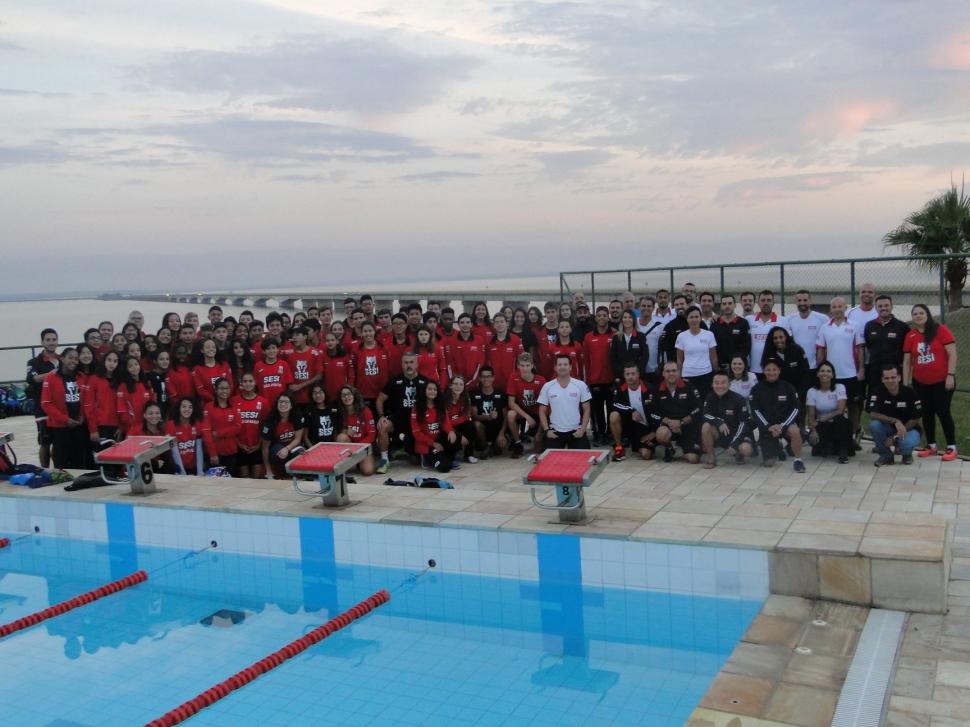 Equipe do SESI de Araçatuba participa de pré-temporada infantil e juvenil de natação no SESI de Presidente Epitácio