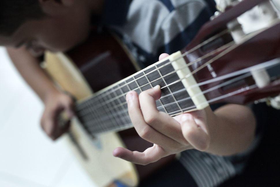 Sesi Bauru reinicia aulas presenciais dos cursos de Violão e Ukulele