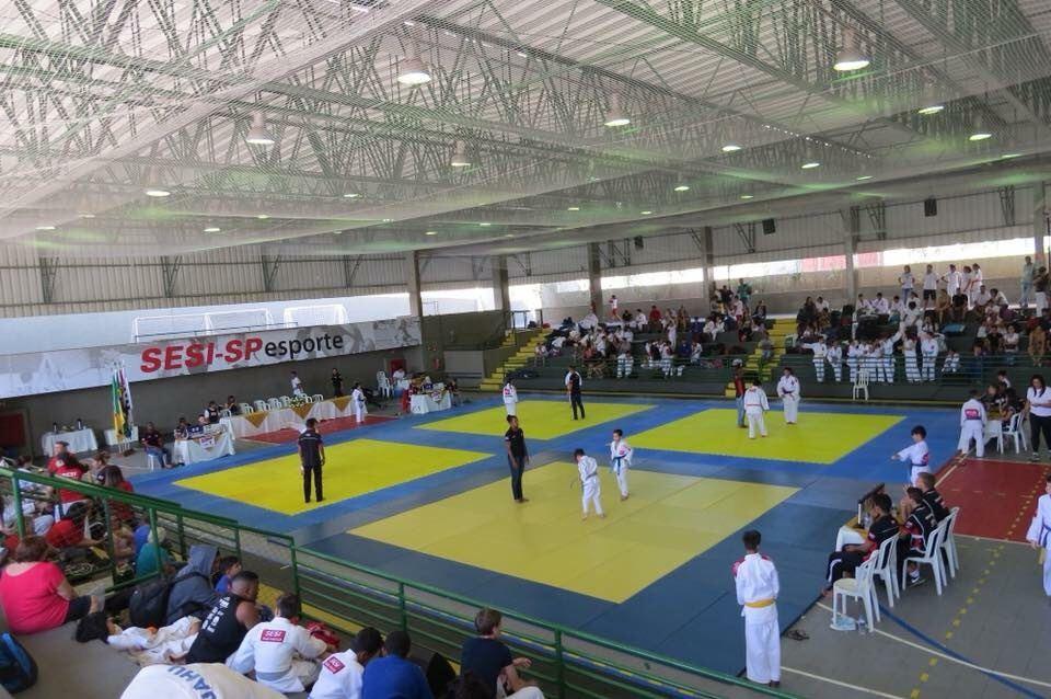 SESI Birigui recebe cerca de 250 atletas para evento regional de judô