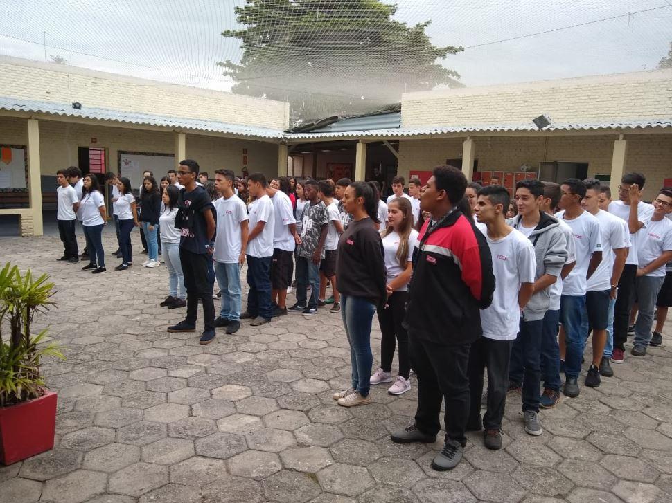 Culto à Bandeira Nacional cria ato cívico em alunos do SESI Lorena