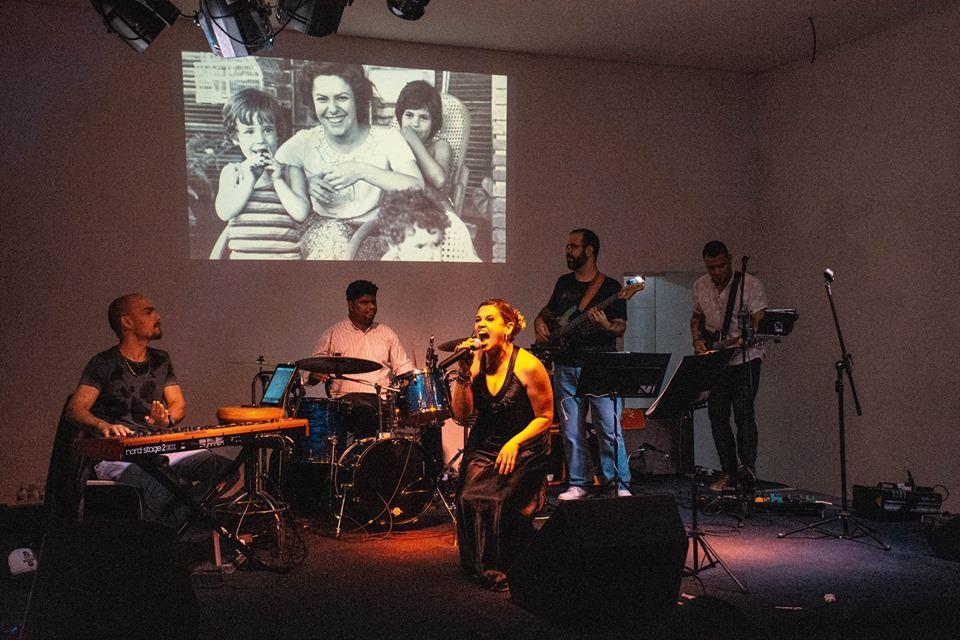 Com canções que marcaram gerações, cantora homenageia Elis Regina