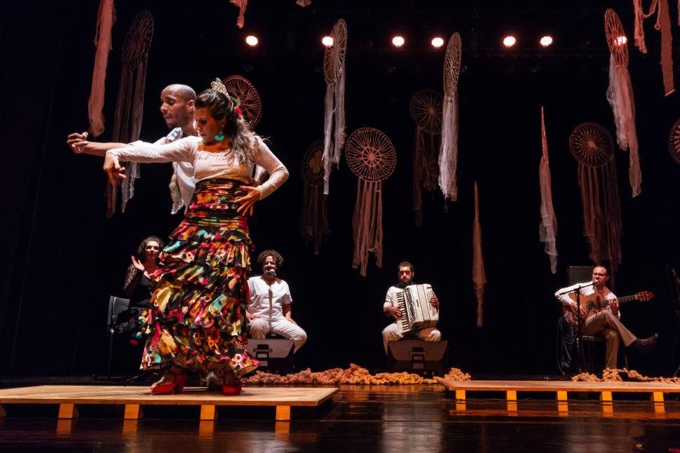 Espetáculo reflete o contato entre diferentes culturas