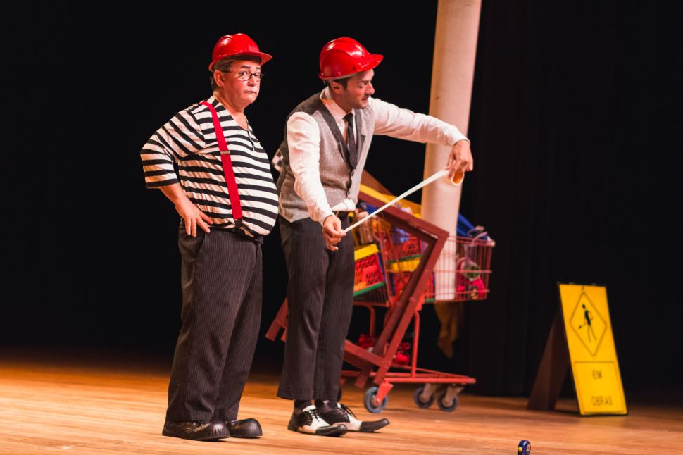 "Espetáculo teatral ""Circo de Coisas"""
