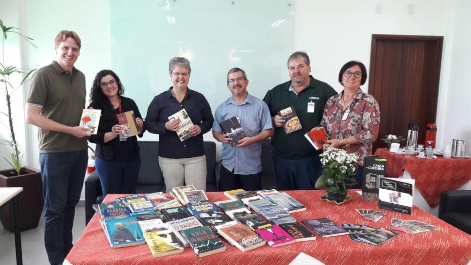 SESI Marília doa aproximadamente 300 livros para a cidade de Oscar Bressane