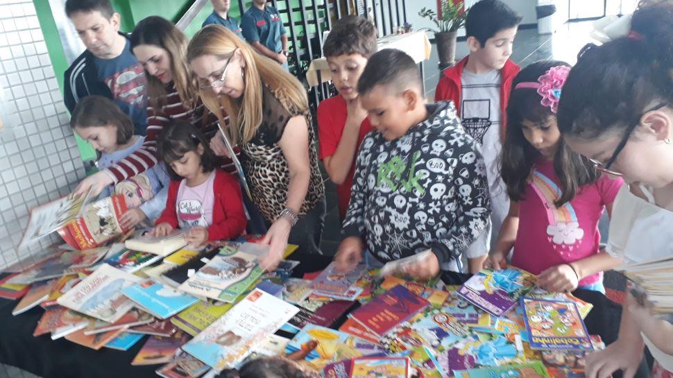 Sábado Literário reúne crianças, jovens e adultos e tem lançamento de livro infantil