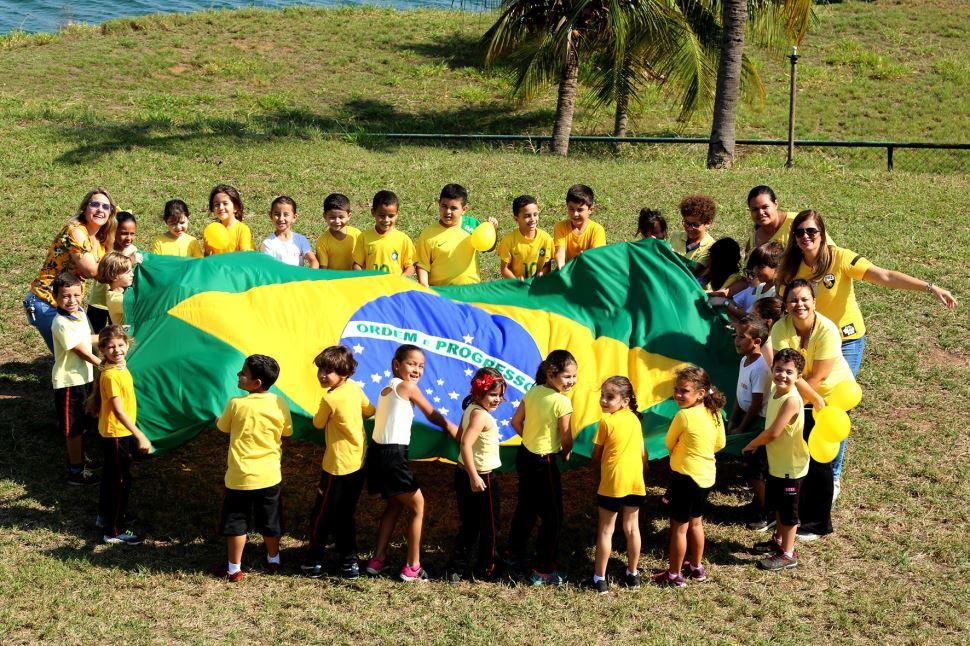 Alunos da Escola SESI de Presidente Epitácio comemoram o Dia da Independência do Brasil
