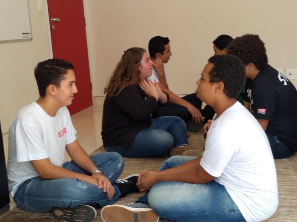 Aprendizado e autoconhecimento são temas de encontros com alunos e jovens aprendizes