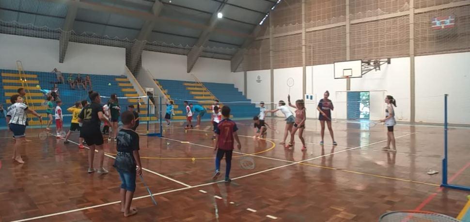 Programa SESI-SP Atleta do Futuro leva esporte às cidades de Rinópolis e Alfredo Marcondes