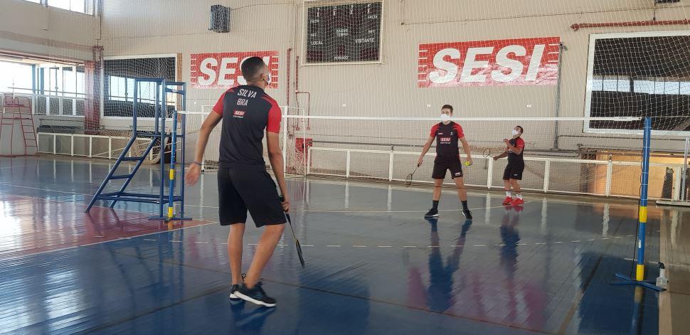 SESI Prudente retoma aulas de badminton e natação