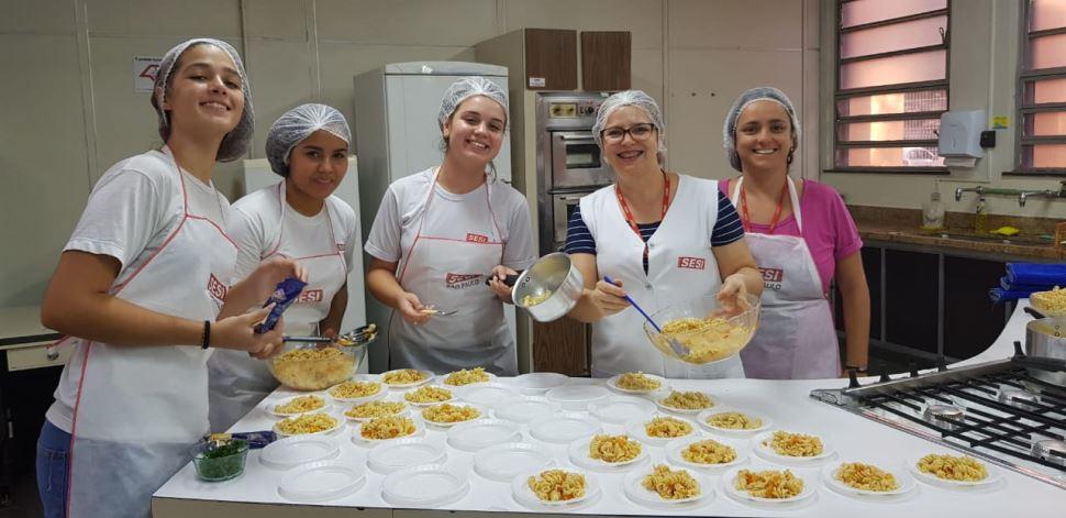 """Escola SESI Amoreiras usa oficinas culinárias para trabalhar o tema """"Fora estresse"""""""