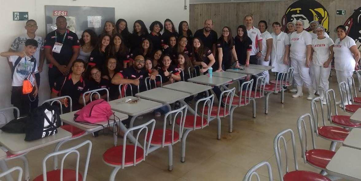 Almoço pré embarque para as Finais da Liga SESI Treinamento 2018 com o Diretor da unidade Álvaro Filho, delegação do voleibol e judô e a equipe da cozinha do SESI Ribeirão Preto