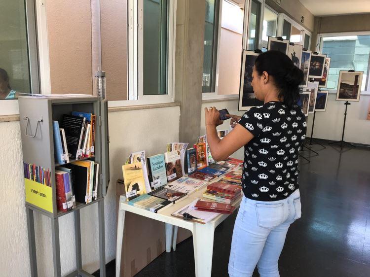 Mediação de leitura e exposição na Kapiton Confecções