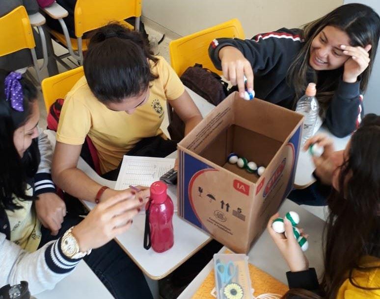 Dinâmica sobre o equilíbrio químico com alunos da escola SESI São Bernardo do Campo