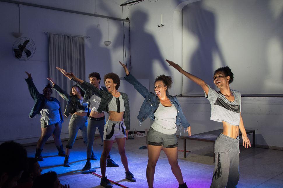 """Espetáculo """"Húmus: Corpos Invisíveis"""" é apresentado no Sesi São Carlos com entrada gratuita"""