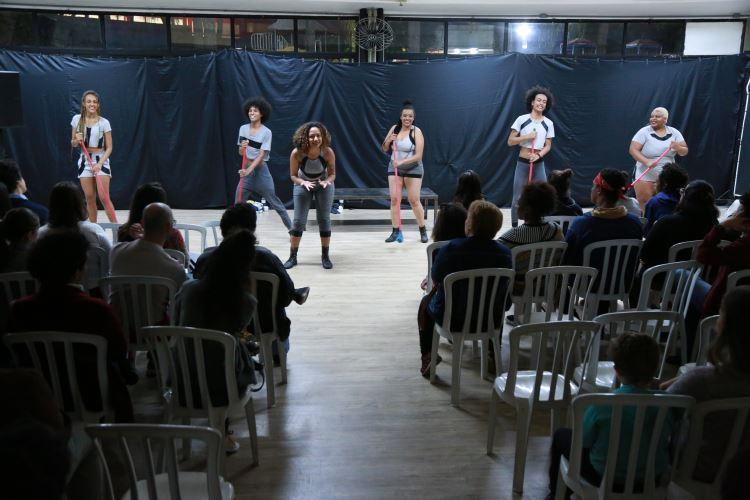 Espetáculo Húmus: Corpos Invisíveis