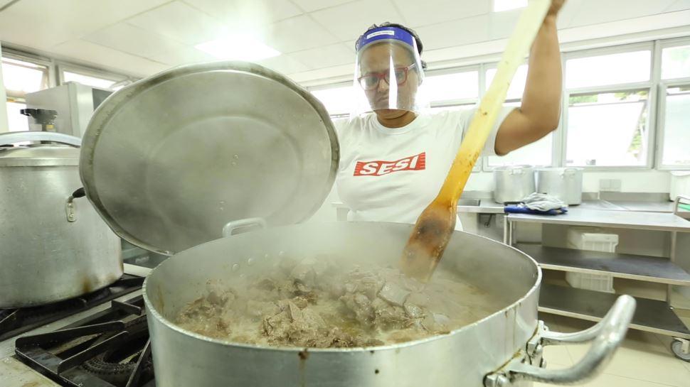 SESI-SP irá produzir, gratuitamente, 4 milhões de refeições para comunidades carentes no estado de São Paulo