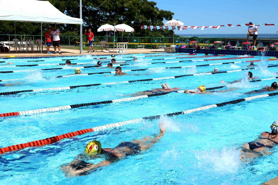 SESI Presidente Epitácio recebe pré-temporada infantil e juvenil de natação