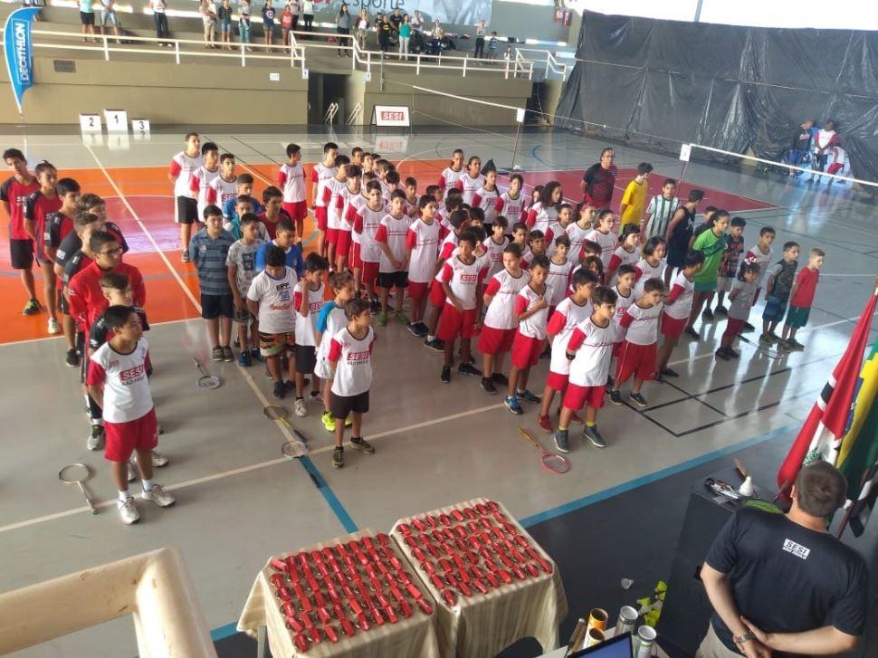 I Festival de Badminton Solidário reúne quase 100 atletas e alunos no SESI São José do Rio Preto