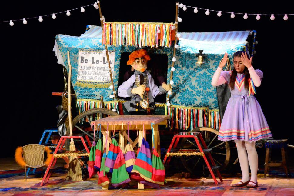 Cia. Fábrica de Sonhos leva espetáculos uma vez por mês, em 2020, ao teatro do SESI Rio Preto