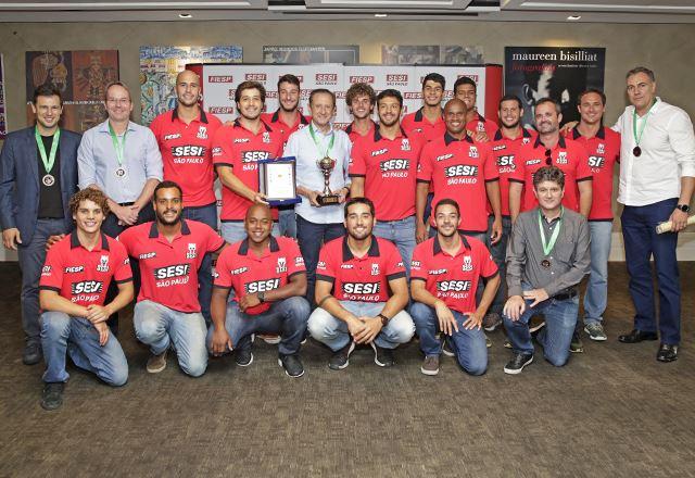 Skaf recebe equipe de polo aquático masculino após conquista em Torneio Internacional no Egito
