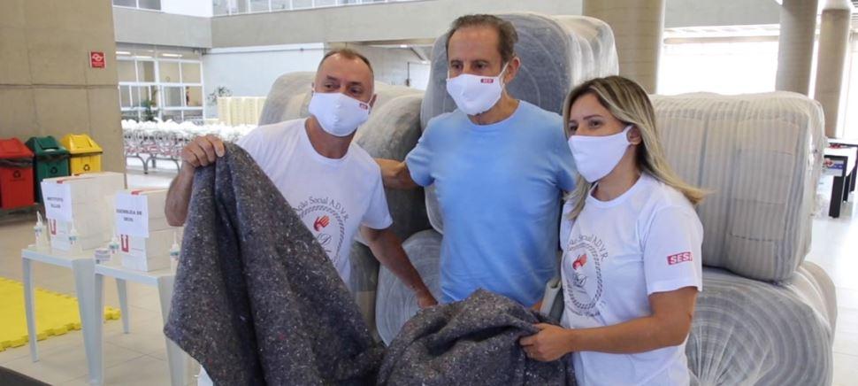 Sesi e Senai lançam campanha de doações de agasalhos e Fiesp distribui 100 mil cobertores