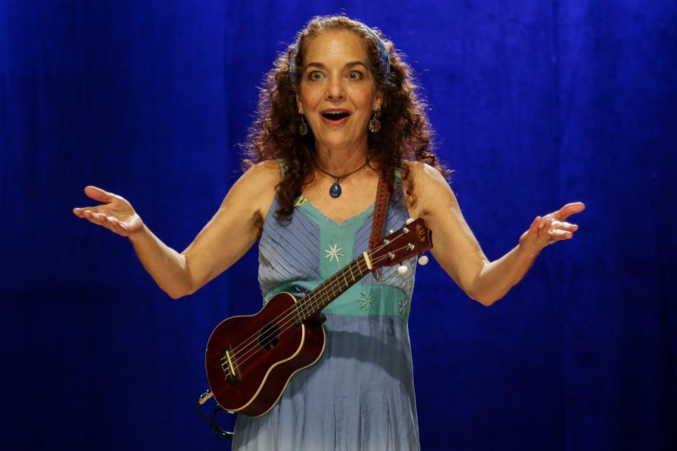 Ana Luísa Lacombe encanta com contação de histórias na Semana SESI Pausar & Recarregar