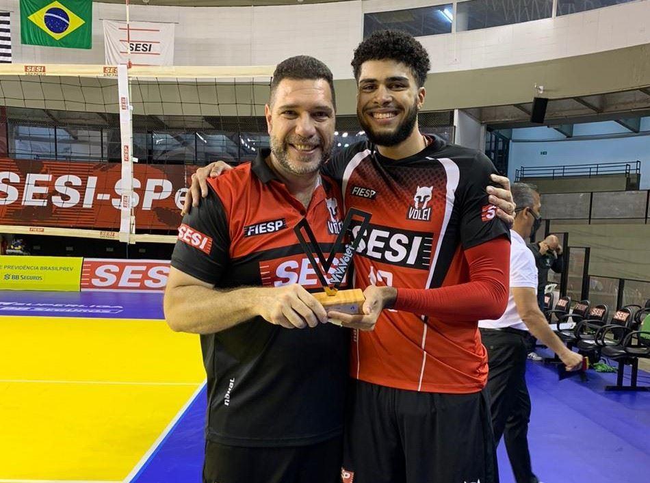 Em noite do central Léo, Sesi-SP vira o placar e garante segunda vitória na Superliga masculina 2020/2021
