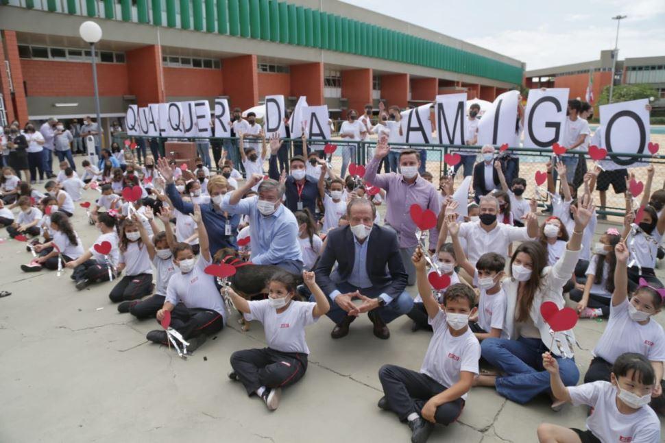 Skaf designa patrono para a escola Sesi de Garça e assina convênios em Marília