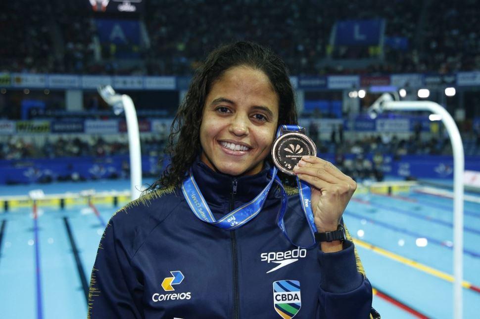 Etiene Medeiros fica com o bronze nos 50m livre e bate o recorde das Américas