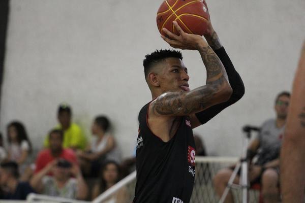 Líder do NBB, SESI Franca supera Vasco da Gama no Rio de Janeiro