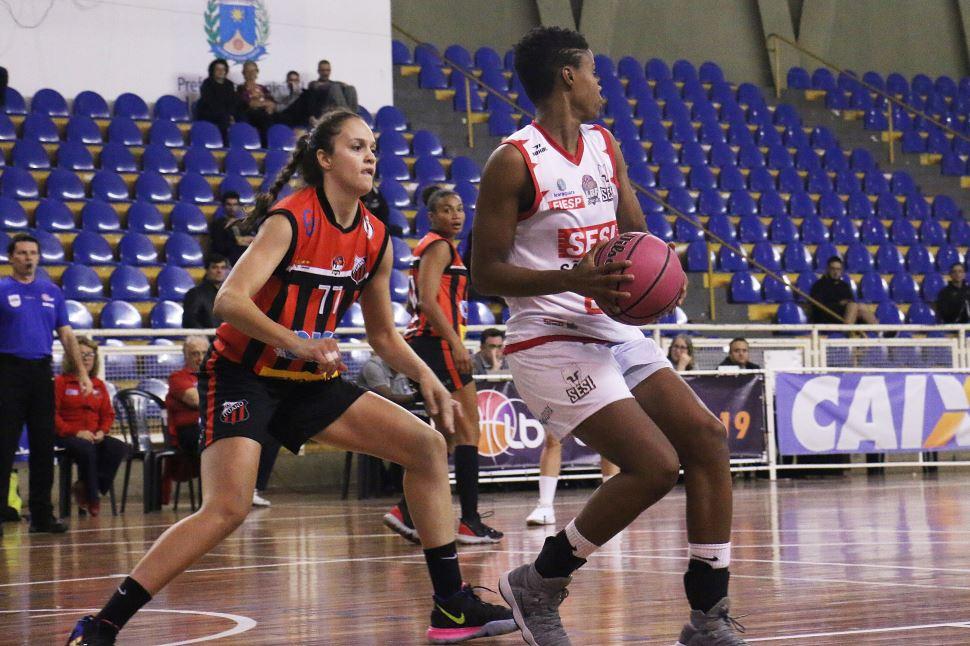 Meninas brilham em quadra e Sesi Araraquara conquista sua 10ª vitória na LBF