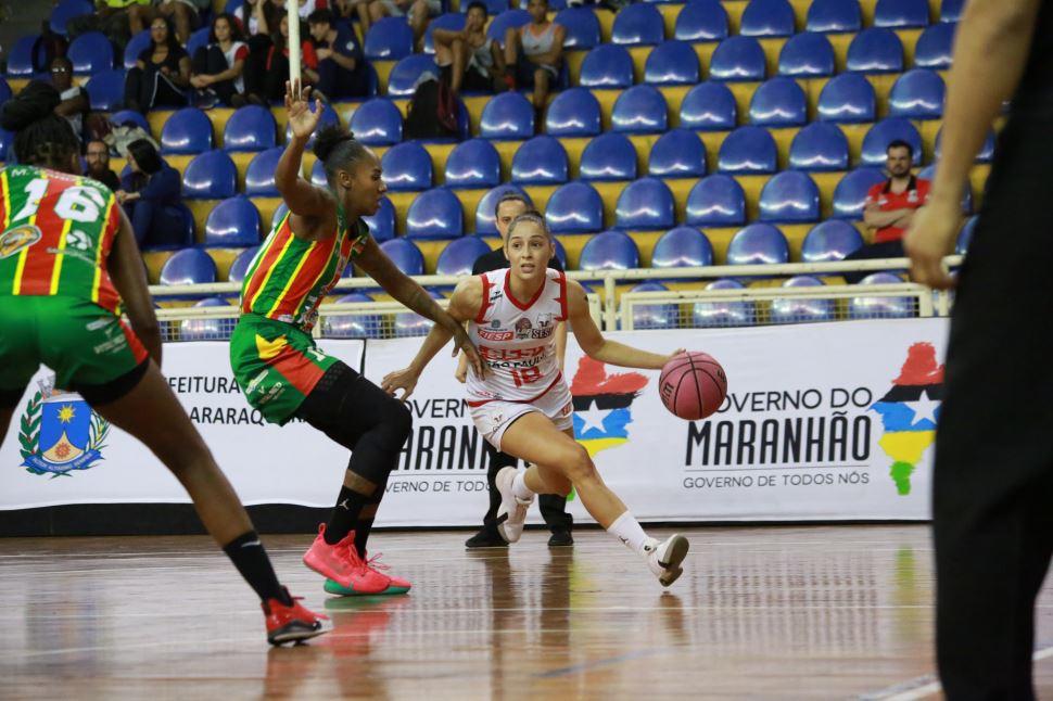 Em disputa acirrada, Sesi Araraquara cede à pressão e é vencido pelo Sampaio Basquete