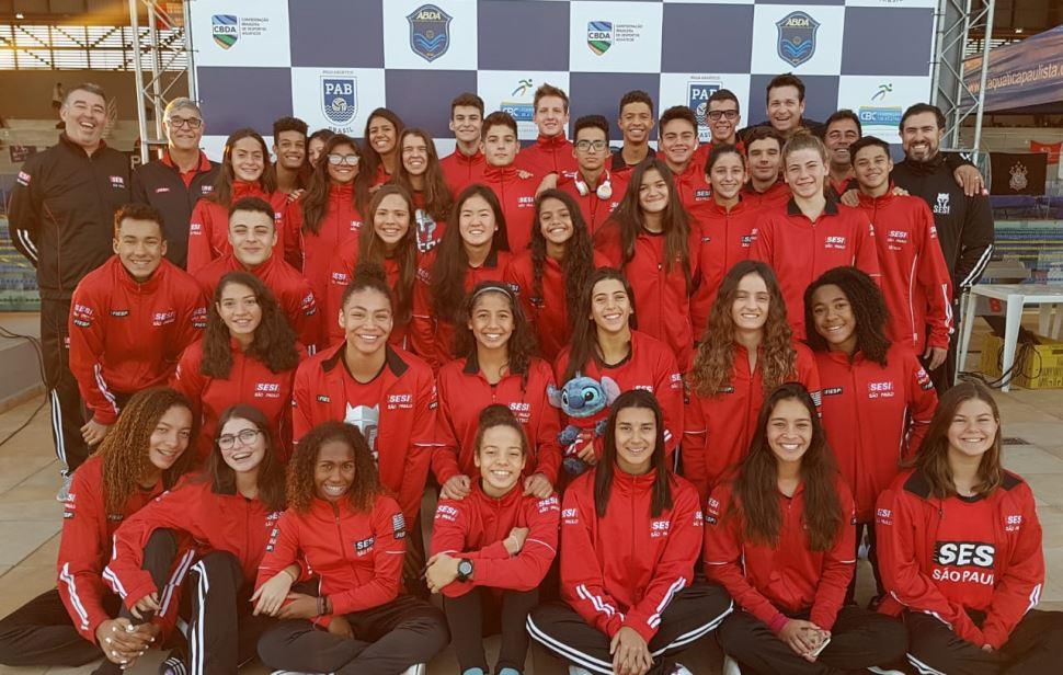 Nadadores do Sesi-SP sobem mais um degrau e conquistam o bicampeonato Paulista Juvenil de Inverno