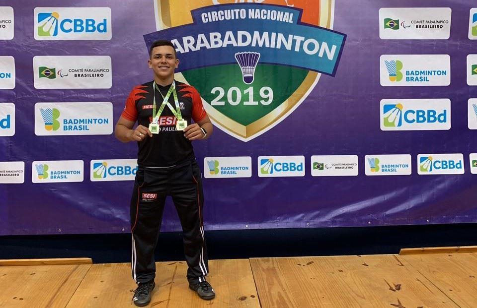 Rogério Jr, atleta do Sesi-SP, conquista dois ouros no Nacional de Badminton