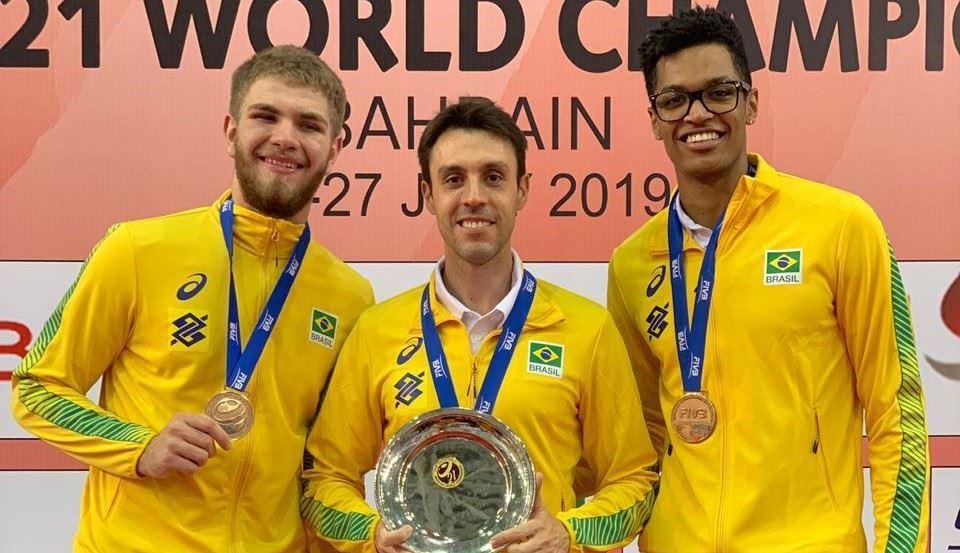 Com dois atletas do Sesi-SP, seleção brasileira sub-21 de vôlei masculino conquista bronze no Mundial de Bahrein