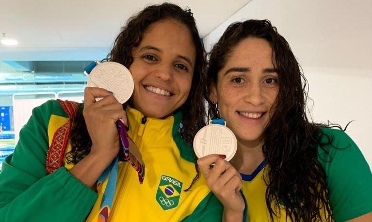 Etiene Medeiros e Daynara de Paula garantem prata no primeiro dia da natação no Pan-Americano de Lima 2019