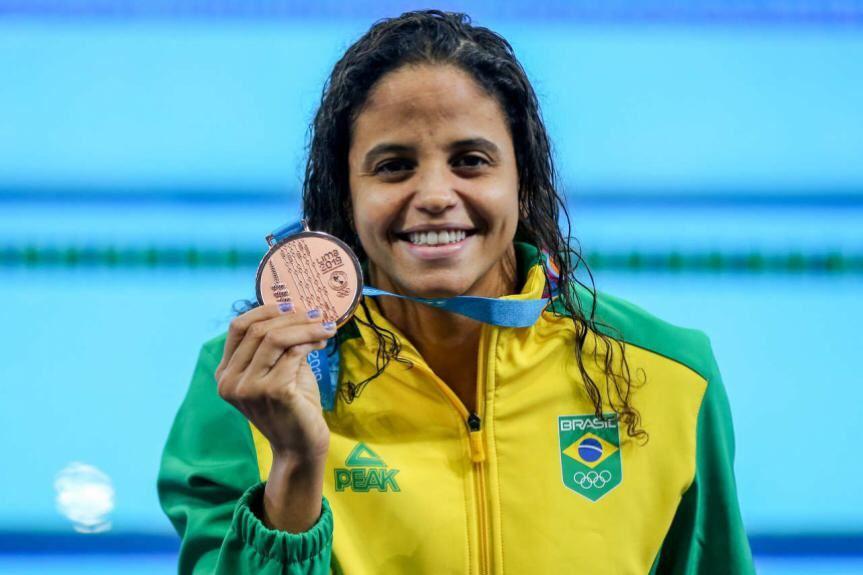 Etiene Medeiros volta ao pódio do Pan com um bronze nos 100m costas