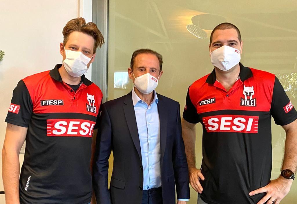 Vôlei masculino do Sesi-SP inicia temporada 2020/2021 com pratas da casa