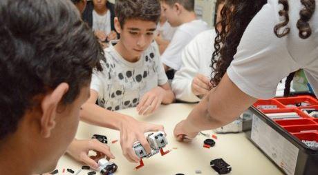 SESI-SP de Suzano realiza oficina de robótica a alunos de escola pública