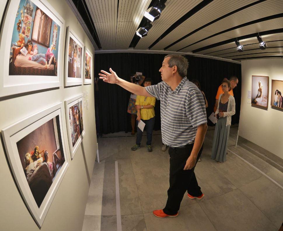 Curador apresenta Visita Guiada Virtual À Exposição Retratos De Mulheres Por Mulheres