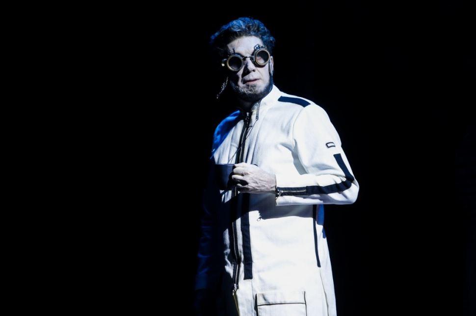 Teatro do Sesi-SP retoma estreias de espetáculos inéditos, em setembro, com Tectônicas, novo texto de Samir Yazbek, com direção de Marcelo Lazzaratto