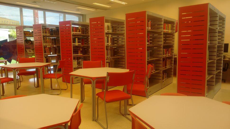 Biblioteca da ESC Cosmópolis disponibiliza livros para empréstimos