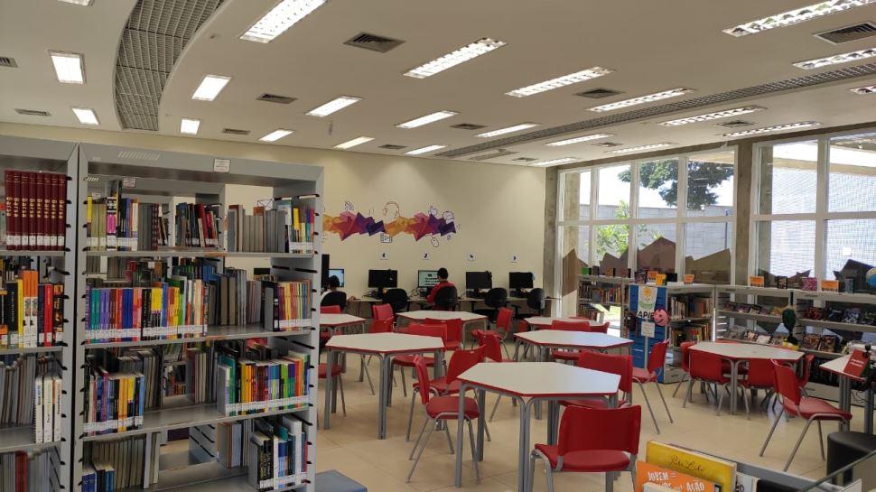 Biblioteca da ESC Atibaia disponibiliza livros para empréstimos