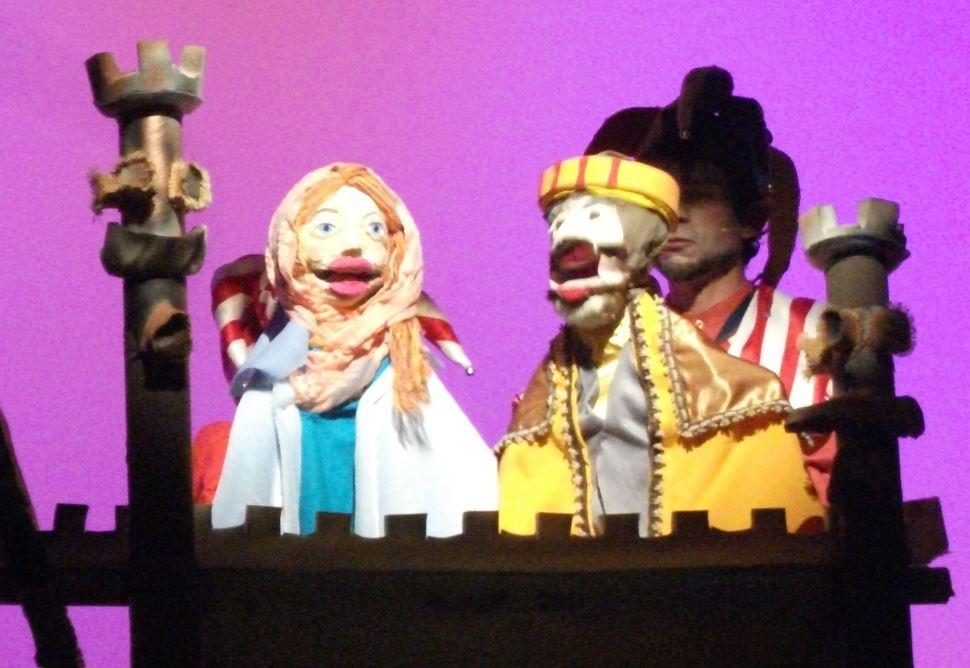 Giralua Cia de Artes apresenta o espetáculo Amores e Desencantos Principescos neste sábado