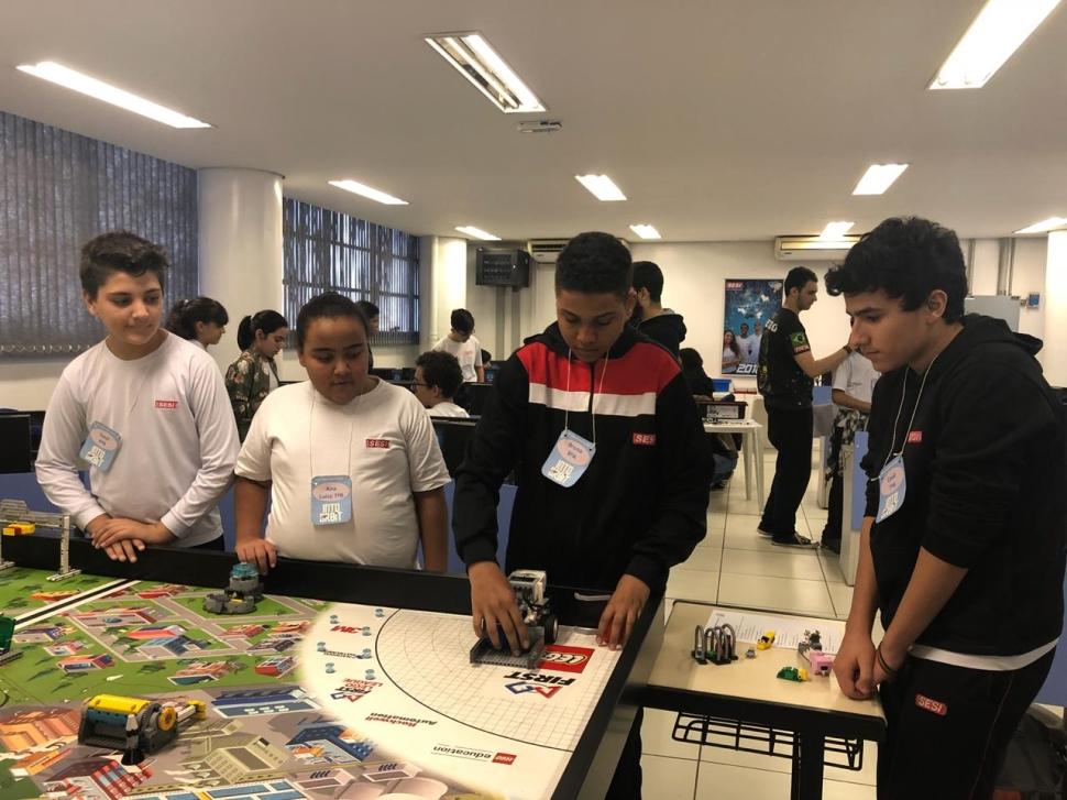 Mini Torneio de Robótica FLL com os alunos - SESI-SP de Catumbi